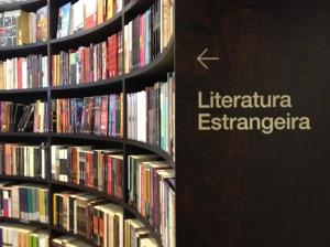 Literatura Estrangeira, na Livraria da Vila do Shopping JK.