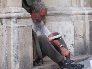 Na França, todo mundo lê, até os moradores de rua, lá chamados de SDF - sans domicile fixe